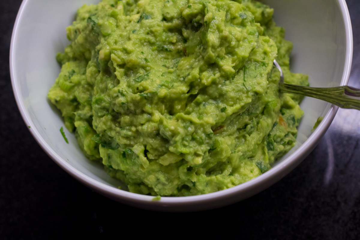 Paleo Guacamole Recipe (That Stays Green!)