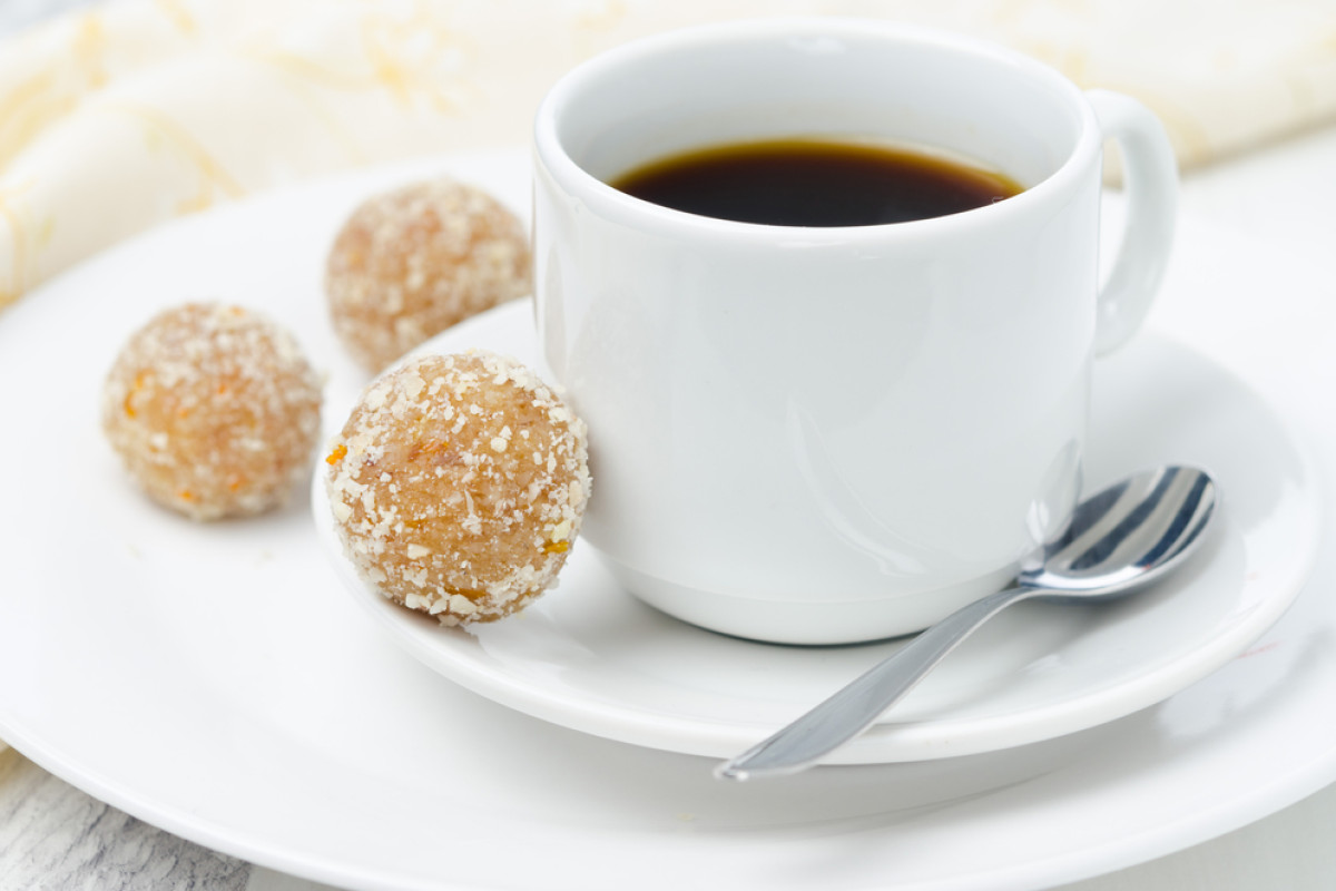4 Ingredient Paleo Pumpkin Spice Coconut Balls