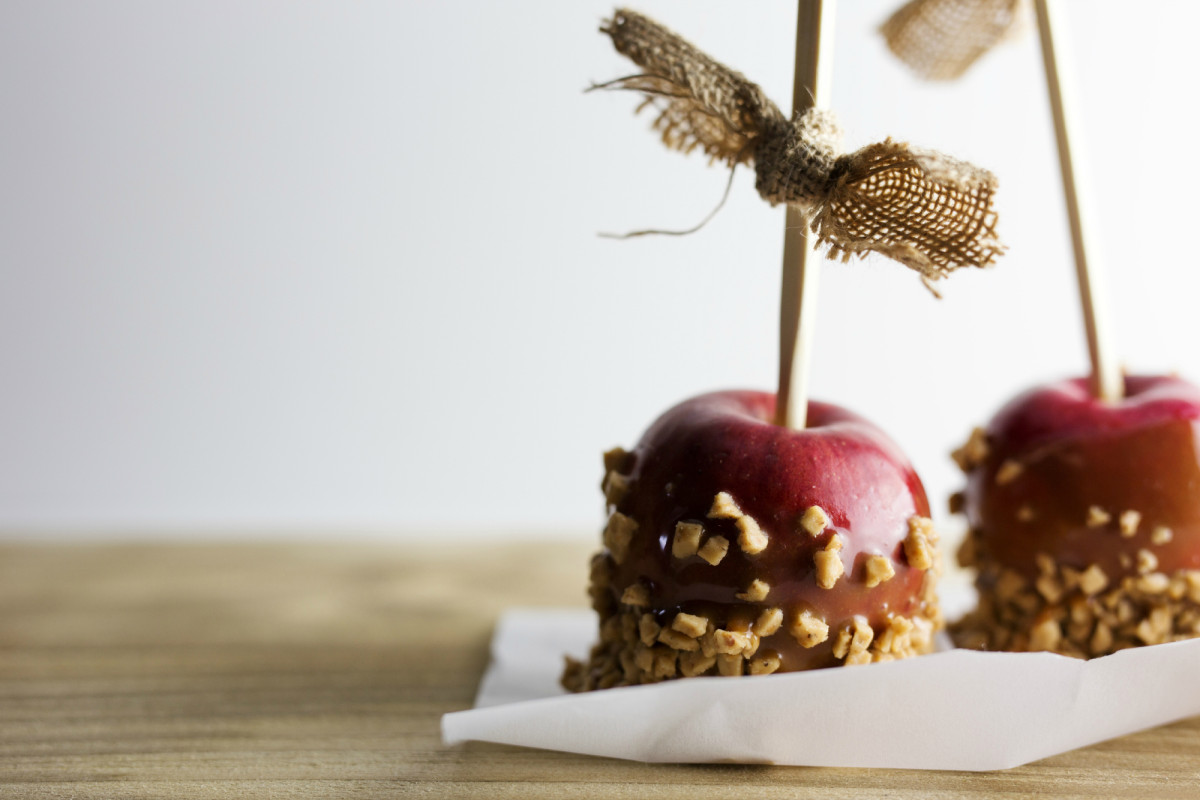 Mess-free Paleo Caramel Apples