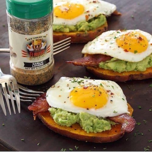 EGG & AVOCADO on SWEET POTATO @paleo_newbie_recipes GARLIC LOVERS seasoning - Flavor God - Certified Paleo - Paleo Foundation - paleo diet - paleo lifestyle - paleoaf