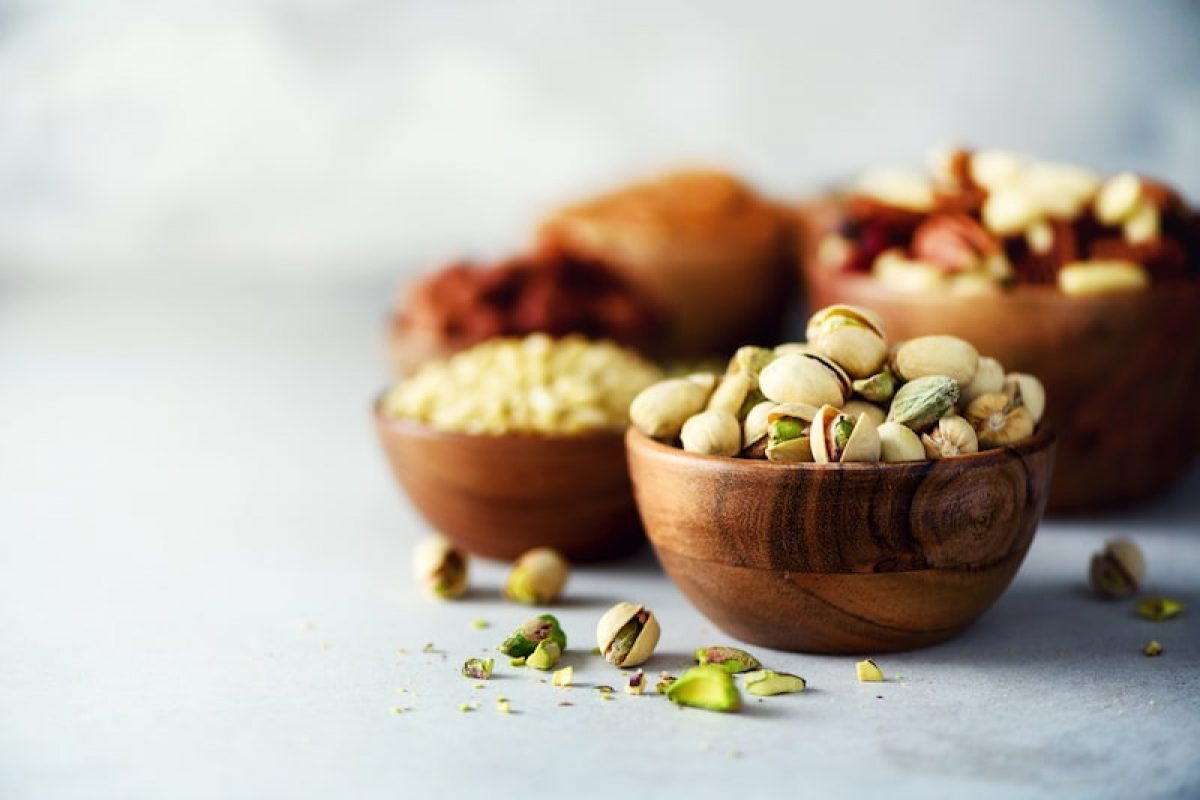 Low-carbohydrate nuts for a ketogenic diet
